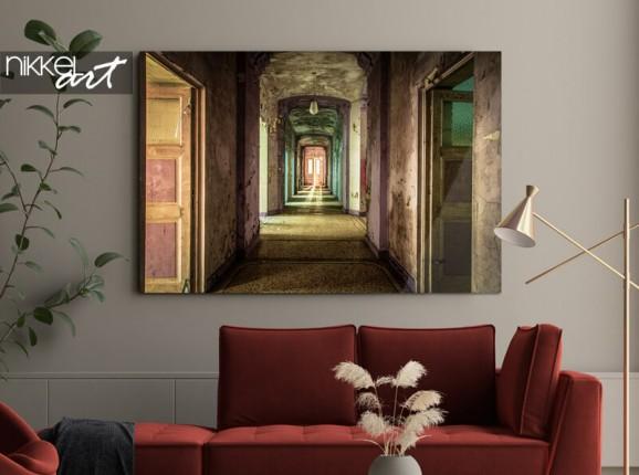 'Broken hallway' auf Acrylglas